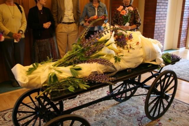 15709843551783-Green-Burial-Caisson-696x463.jpg